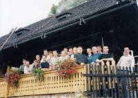 Adam Rucki (třetí zprava) se seminaristy v Bukovci / 1999