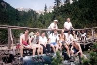 Adam Rucki (stojící vpravo) na výletě se seminaristy / Vysoké Tatry 2001