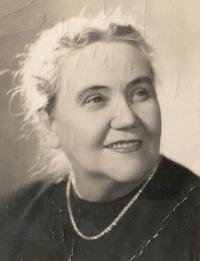 Zinajda Dubrovinová, zdravotnice z Velké vlastenecké války, se kterou se pamětnice seznámila v tehdejším Leningradě