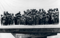 Desetinový cínový model Pomníku dětským obětem války