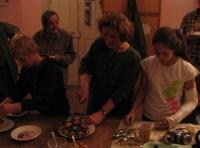 Trapsavecká slezina a oslava narozenin syna Tomáše na faře v Těnovicích: zleva Tomáš, Věra, Martina Náhlíkovi (říjen 2007)