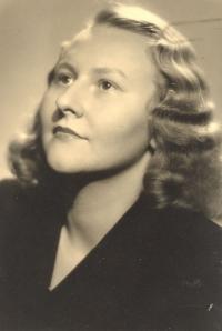 Maminka S. Klánové – Marie Uchytilová ve věku 21 let v roce 1945