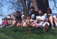 Rodina Náhlíkova s manželi Štěchovými na zámku Kozel