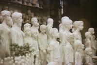 Ateliér – pohled na sousoší lidických dětí zleva (1989)