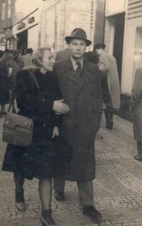 Marie Uchytilová a František Kuča v Praze (konec 40. let)