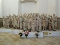 Sousoší lidických dětí od Marie Uchytilové v Mariánské Týnici