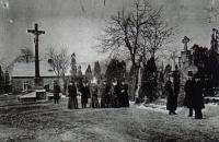 Domek rodiny Seidlerovy u Mikulášského hřbitova znázorněn na fotografii tak, jak vypadal asi kolem roku 1900