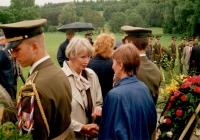 Sylvia Klánová s předsedkyní české strany Česko-německého fondu budoucnosti Dagmar Burešovou (červen 1998)