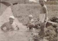 František Hejla se sestrami