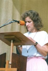 Věra Náhlíková při čtení při mši u sv. Jiří v Plzni – Svatovojtěšské milénium (13. září 1992)