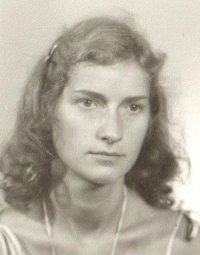 Věra Náhlíková na průkazové fotografii (90. léta)