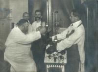 Vinohradská nemocnice, zač. 20. století, prof. Michl vlevo, MUDr. Dobruský vpravo