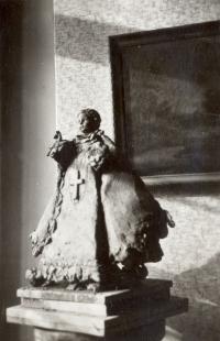 Kopie Pražského Jezulátka, kterou Marie Uchytilová vytvářela podle skutečného modelu (r. 1949)