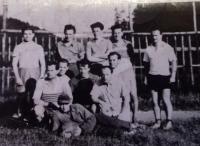 60. léta - fotbal, pamětník nahoře uprostřed