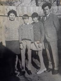 Rodina pamětníka, cca 1966