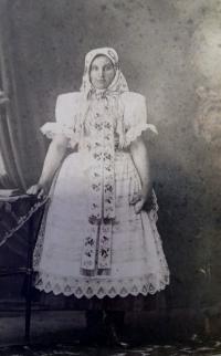 Maminka pamětníka, paní Jenovéfa Bílíková
