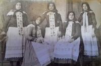 Fotografie z archivu pamětníka, na fotce maminka skladatele Fanoše Mikuleckého, přítele pamětníka