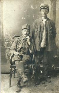 Tatínek za 1. války - vpravo