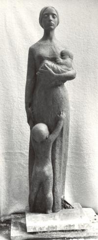 Studie Lidické matky o výšce 170 cm ze sádry (r. 1982)