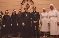 S. M. Brigita Čechová se sestrami a mnichem