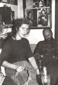 Věra Náhlíková na chalupě Vládi Mikulce – vzpomínka na Houlu (8.–9. 12. 1990)