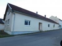 Bývalý hostinec U Šveců v místní části Vranové Lhoty-Vranové, kde partyzáni zastřelili tři německé četníky