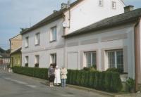 Dům Schreiberů ve Vranové Lhotě. Zleva švagrová Karla Schreiberová, sestra Marie a sestra Anna Schreiberová