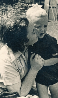 Mum Marie with her son Jan in Hořepník