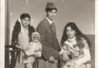 Elena, její bratr, otec Emil a matka Eva Gorolovi, 2. polovina 70. let.