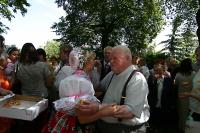 P. František Adamec při oslavě 60 let kněžství se svými farníky ve Vacenovicích na Hodonínsku.