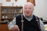 P. František Adamec v Nemocnici Milosrdných sester v Kroměříži v prosinci roku 2009, kdy zde bydlel a sloužil jako kaplan.