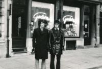 1973, poprvé na Západě, vlevo Barda, vpravo brankář Petr Korger