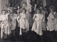 In the kindergarden in Prague in 1944, (Jana second right in front line)