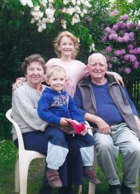 Gustav with his wife and grandchildren