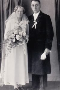Wedding photographs of Julie and Josef Wanka (dated 5 February 1938)