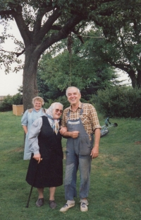 Marianne, her mother Julia and Gustav