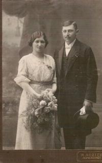 Gustav and Paulina Taussig, their wedding photo, Zábřeh about 1909