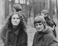 Oldřich Kučera a Roman Kupka na výstavě nezávislých umělců v Uničově v roce 1982