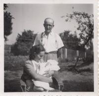 Jarmila s rodiči, 1947