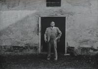 Kněz Josef Zvěřina na faře ve Vřesovicích, kde tajně přednášel teologii