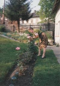Před domem svých rodičů v Rousínově, asi 1997