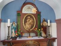 Oltář z obnovené kapličky v Liščí