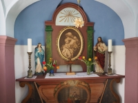 Vnitřek obnovené kapličky v Liščí