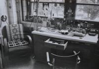 Pracovní stůl Oldřicha Kučery na oddělení soudního lékařství Fakultní nemocnice Olomouc