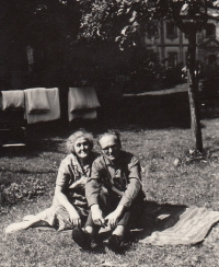 Rodiče Miloslavy Medové Antonín a Hildegarda Filipovi, asi 1967
