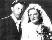 Rodiče Josef a Marie Adámkovi na svatební fotografii v roce 1944
