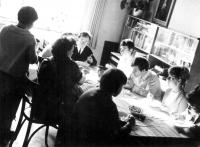 Rodina Adámkova u nedělního oběda