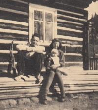 S bratrem Antonínem a malým Vilémem Jeřábkem (bratranec manžela)