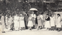 Se spolupracovníky sanatoria, cca 1960 (Miloslava Medová druhá zleva)