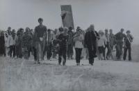 Poutníci na cestě do Čenstochové v čele se salesiánským knězem Andrzejem Szpakem